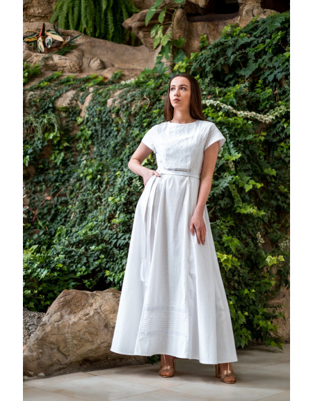 White linen dress Kniahynia
