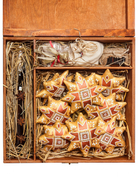 Set #21z. Large wooden box, eight Christmas Stars, gingerbreads, honey, tea