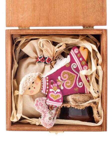 Набір №12r. Дерев'яна коробка, янгол дерев'яний, мед, чай, сіно