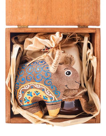 Набір №11b. Дерев'яна коробка, баранець кавовий, мед,чай, сіно