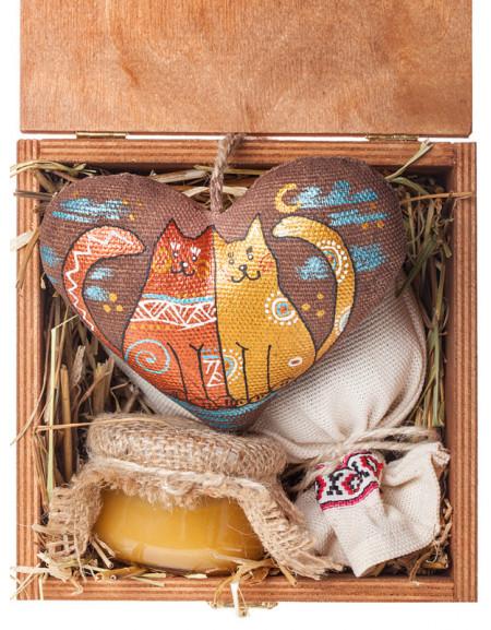 Набір №42. Дерев'яна коробка, серце, чай, мед, сіно