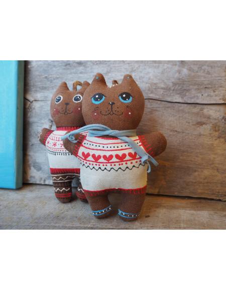 Котеня в светрі з сердечками