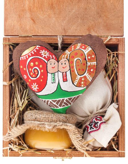 Набір №42с. Дерев'яна коробка, серце, чай, мед, сіно