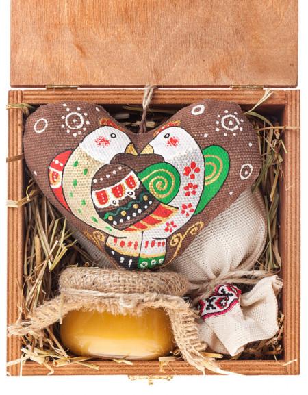 Набір №42b. Дерев'яна коробка, серце, чай, мед, сіно